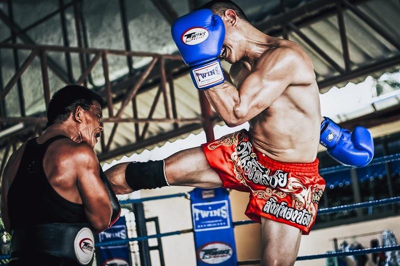 Boxe thai, entraînement aux Pads